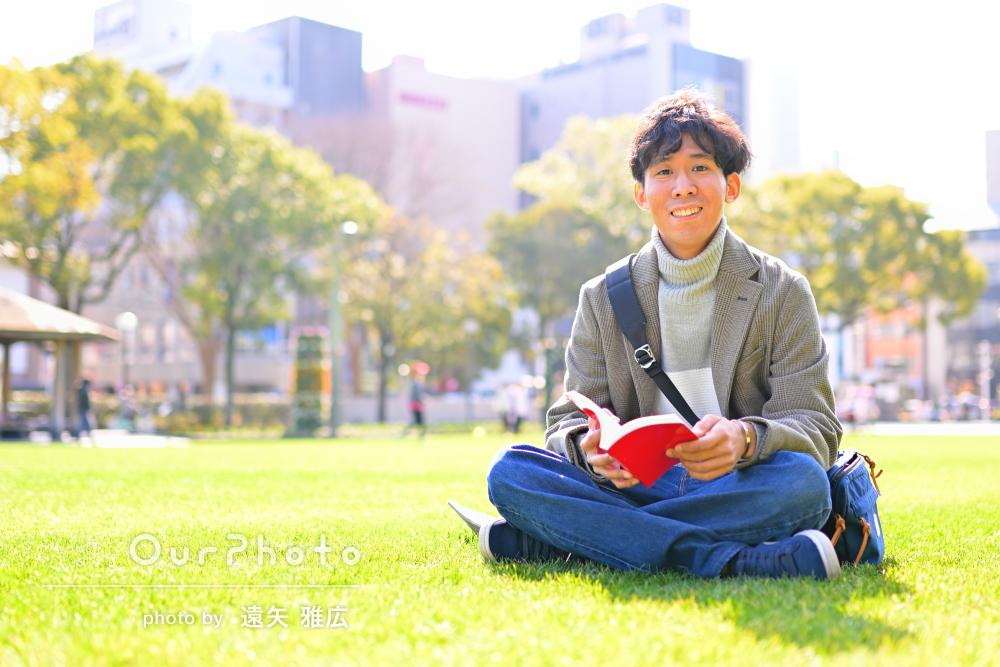 「とても楽しい1時間でした!」芝生で男性プロフィール写真の撮影