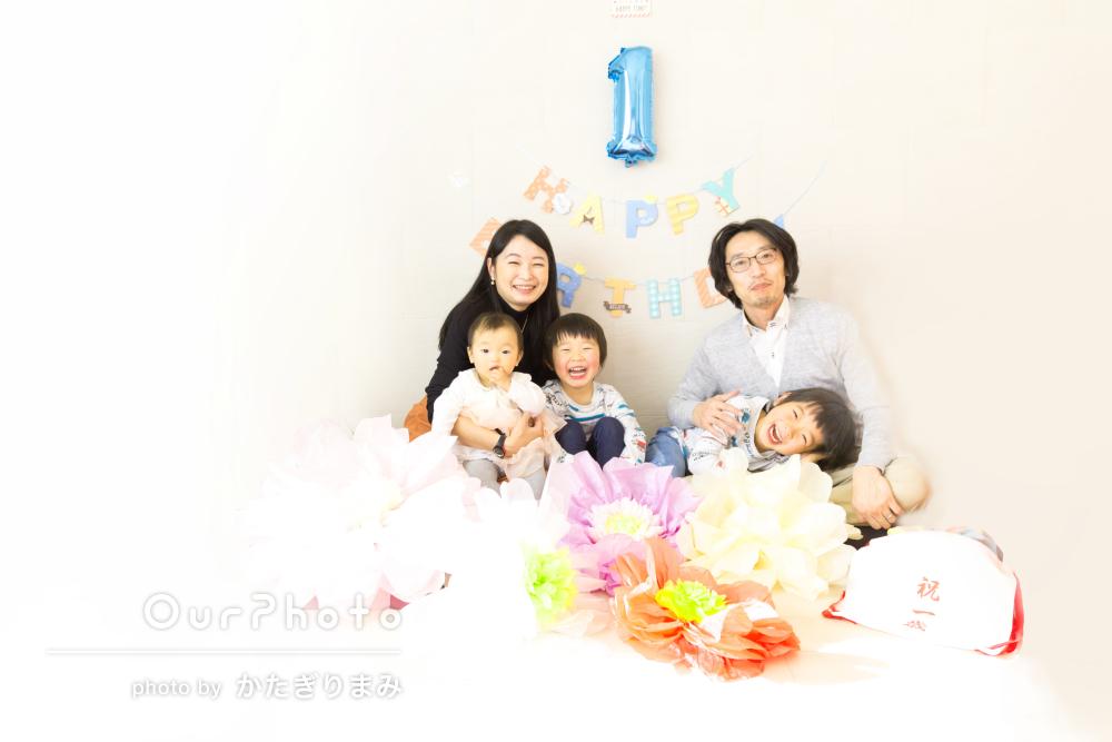 1歳の記念にご自宅にてキラキラな夢や笑顔が溢れる家族写真撮影