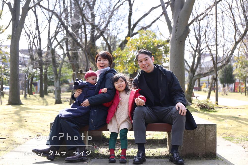 「とても楽しく時間が過ぎていった」青空の日に冬の公園で家族の撮影