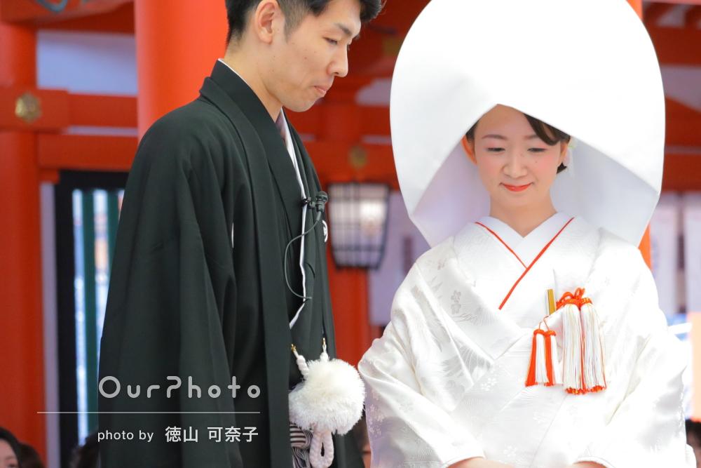 花嫁さんの綿帽子と白無垢が青空に映える幸せいっぱいの神社挙式の撮影