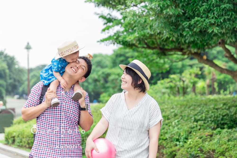 「子供をたくさんあやしてくれたり、一緒に笑ってくれたりととても雰囲気の良い写真を撮ることができました。」家族写真の撮影