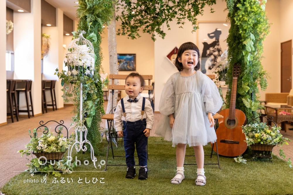 「子供達の楽しそうな表情」結婚式にて幸せいっぱいの家族写真の撮影