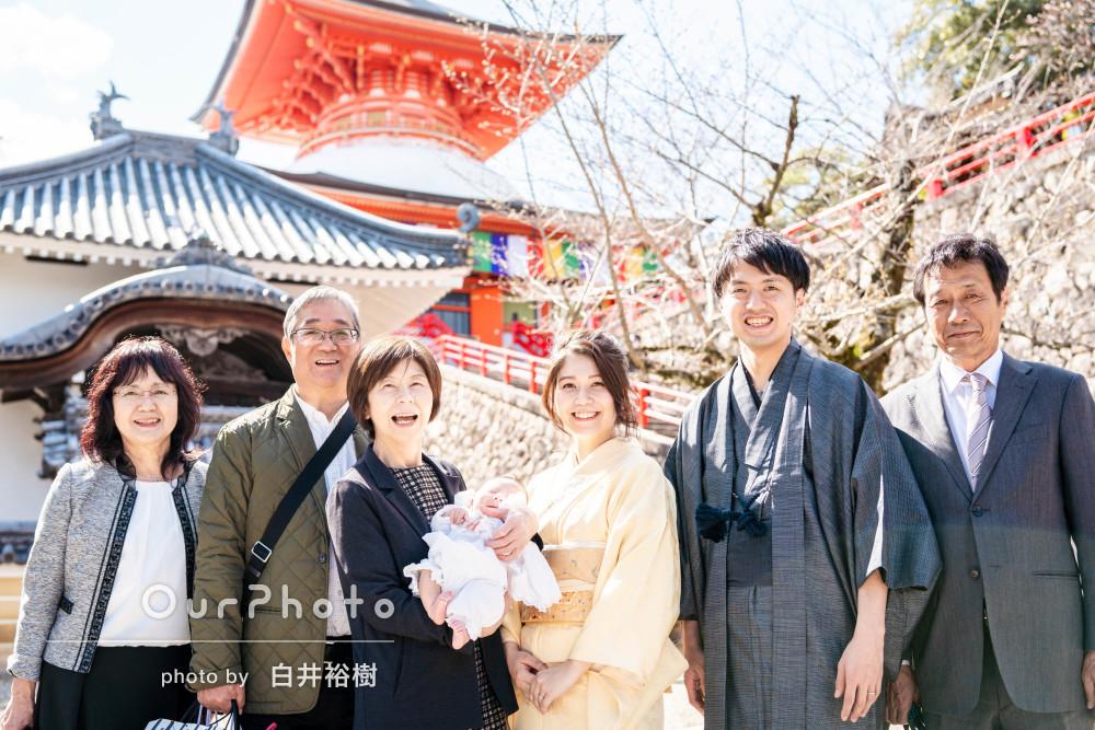 「家族一同満足しています」優しい日差しの中で春のお宮参りの撮影