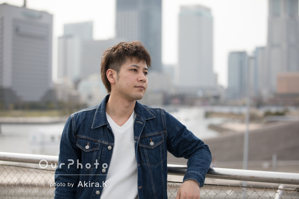 白Tシャツとデニムで爽やかな印象のプロフィール写真の撮影