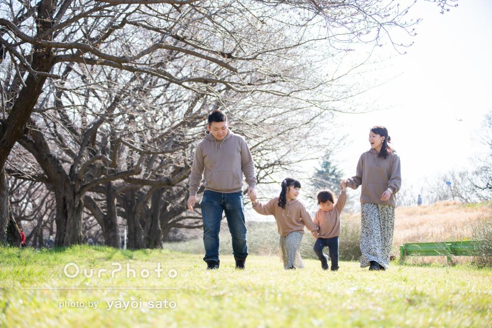 「夫婦二人での写真も、とても良い思い出」リンクコーデで家族写真撮影