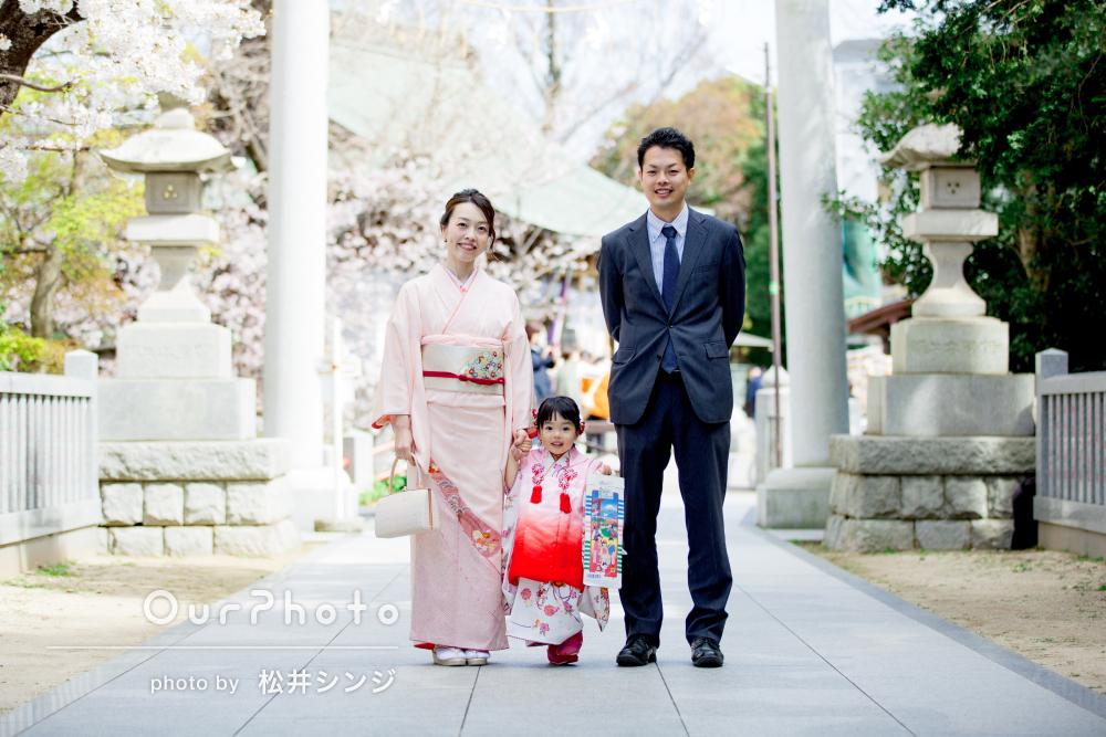 「笑顔いっぱいの素敵な家族写真、胸が温かくなります」七五三写真の撮影