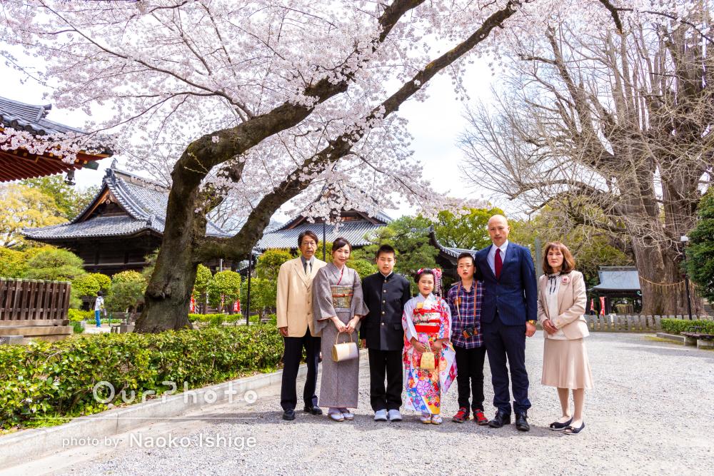 「人見知りの子供たちもすぐに笑顔になり」満開の桜と七五三写真の撮影