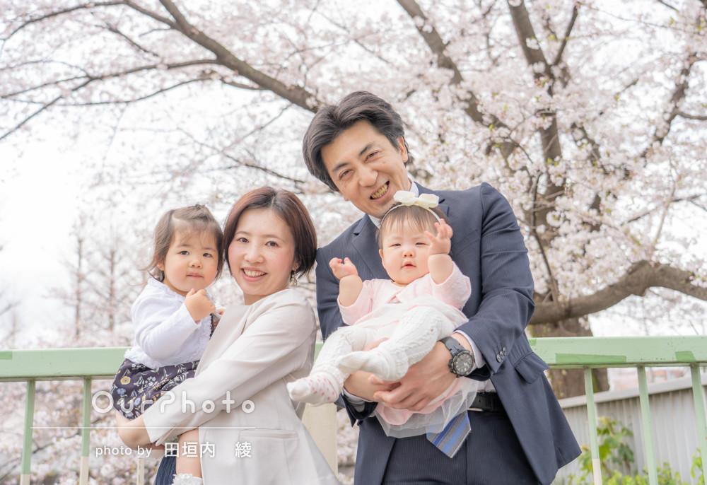 「満開の桜の下で撮影できて良かった」入園記念に家族写真の撮影