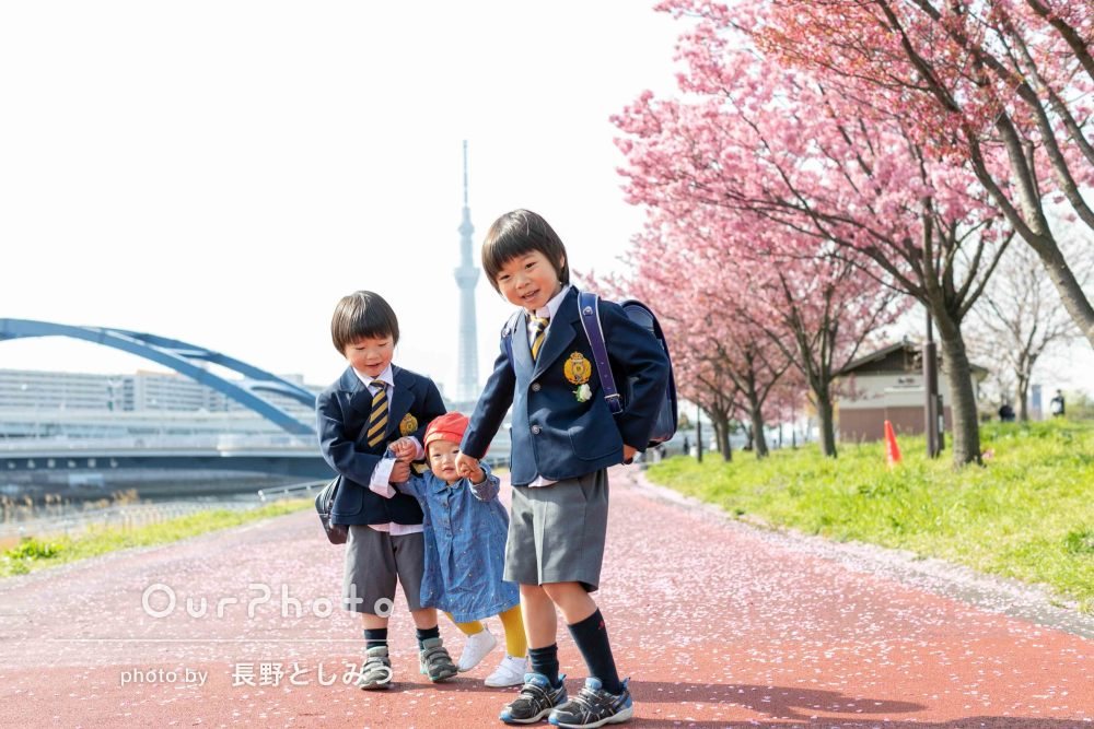 「子ども達の成長を感じました」綺麗に咲いている桜と家族写真の撮影