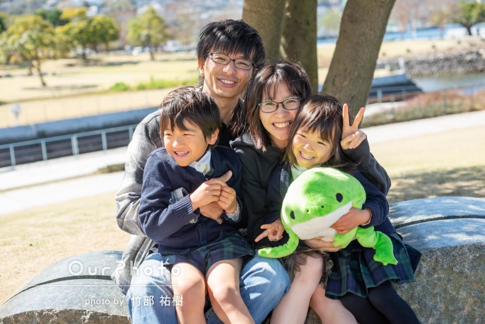 「子どもたちも、帰宅後しばらく喜んでいました」公園で家族写真の撮影