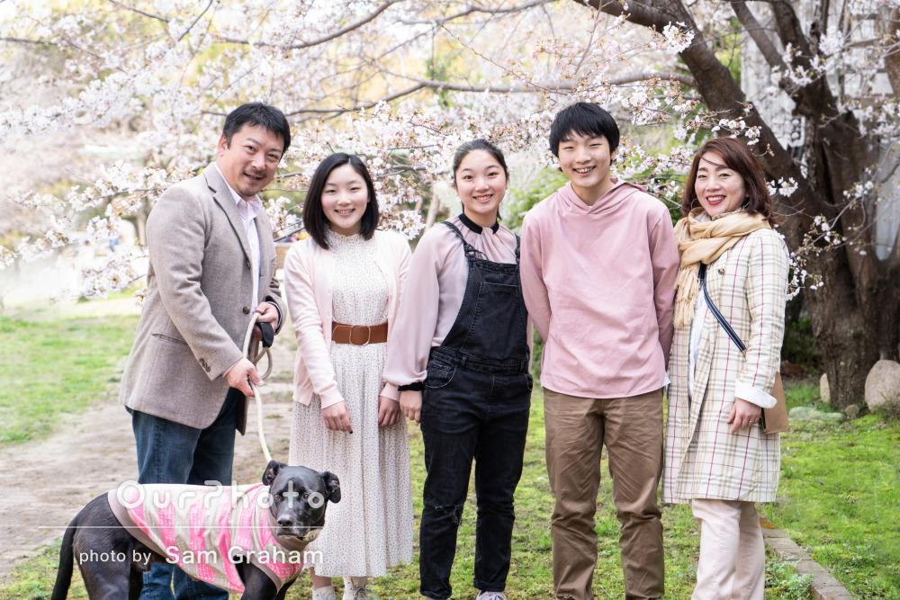 春色のリンクコーデが爽やか!ワンちゃんも一緒にご家族の撮影