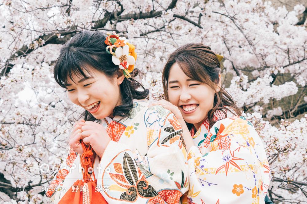 袴姿で思い出づくり!桜の名所でお友達と卒業記念の撮影