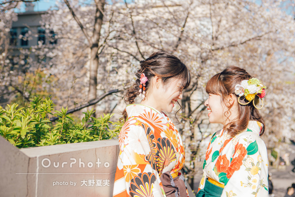 「忘れられない思い出」桜に見守られながらお友達と卒業記念の撮影