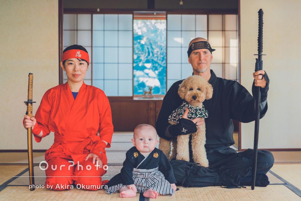 忍者の装束でいざ参る!伝統的な日本家屋での家族写真の撮影