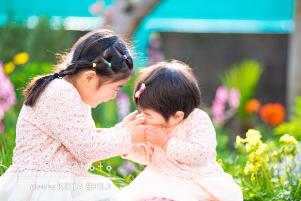 「自然な表情を切り取った」ご入学おめでとう!お花と一緒にご家族の撮影