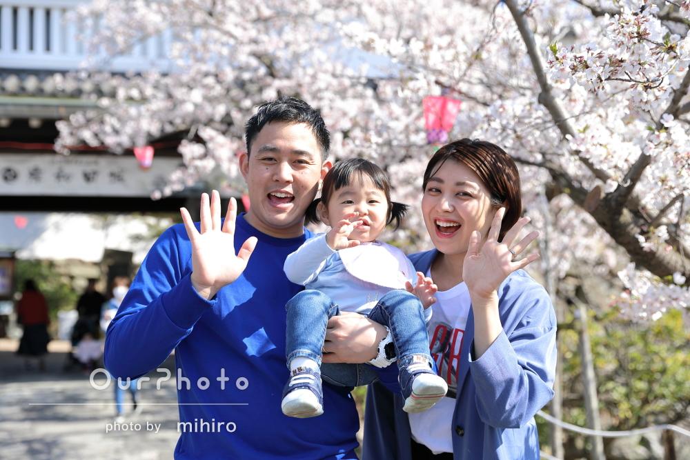 表情がコロコロ変わってかわいい!桜の名所の古城でご家族の撮影