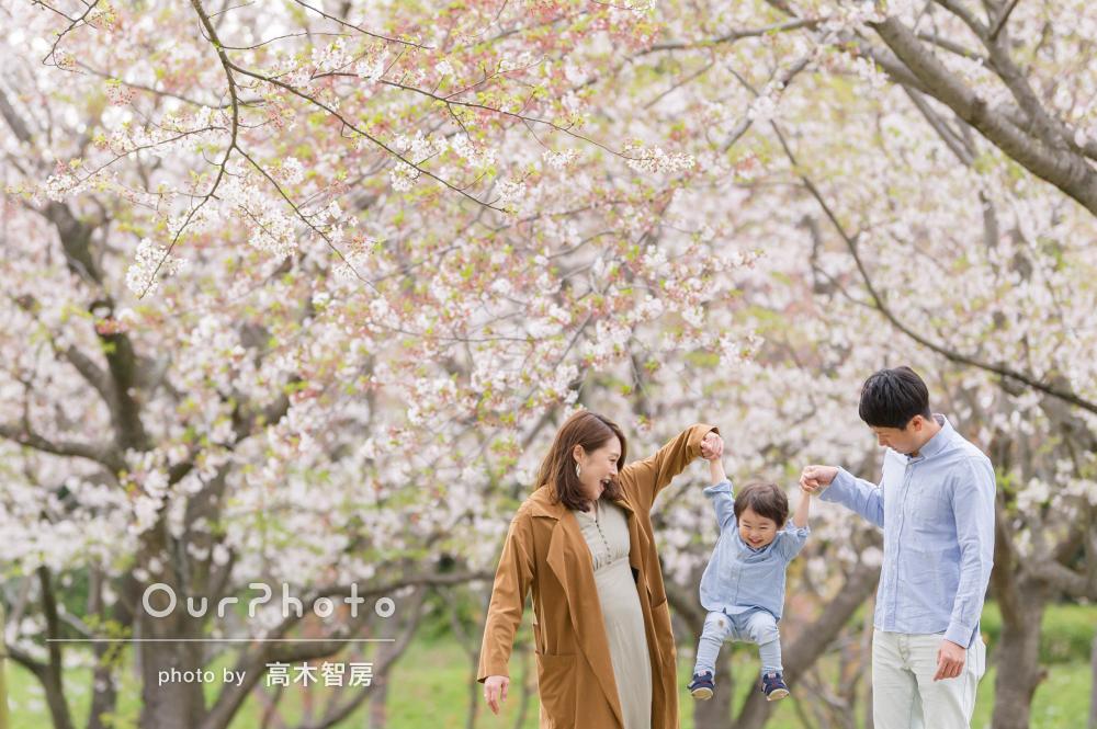 「とても楽しく撮影」笑顔がすてき!桜の木の下でマタニティフォトの撮影