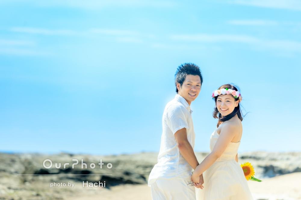 「初めてのことで緊張していましたが、とても楽しい時間でした!」青い空と海を背景に、エンゲージメントフォトの撮影
