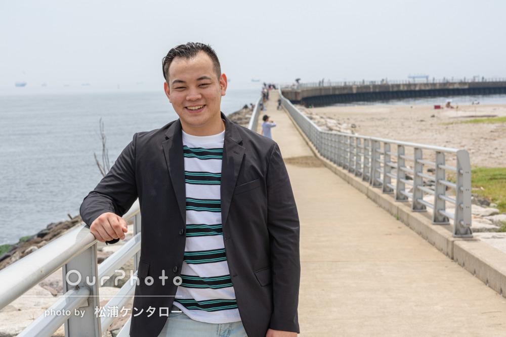 ボーダーのトップスで潮風香る爽やかな印象の男性プロフィール写真の撮影