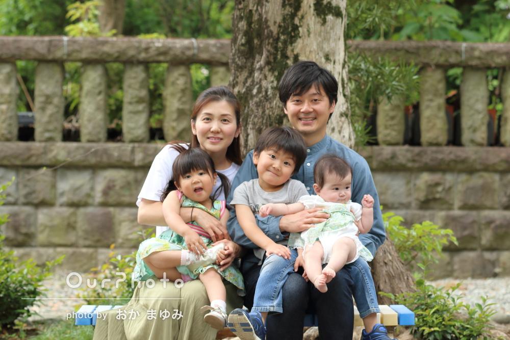 「一瞬で岡さんの人柄に子供達の心も和らぎ」笑顔が溢れる家族写真の撮影