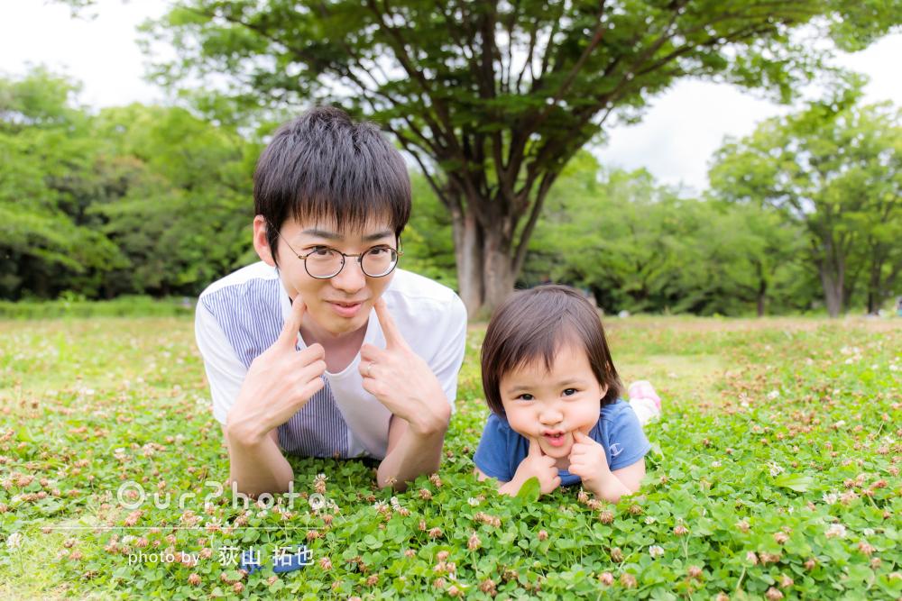 見目美しい緑の季節をお散歩がてら♪幸せいっぱいの家族写真撮影