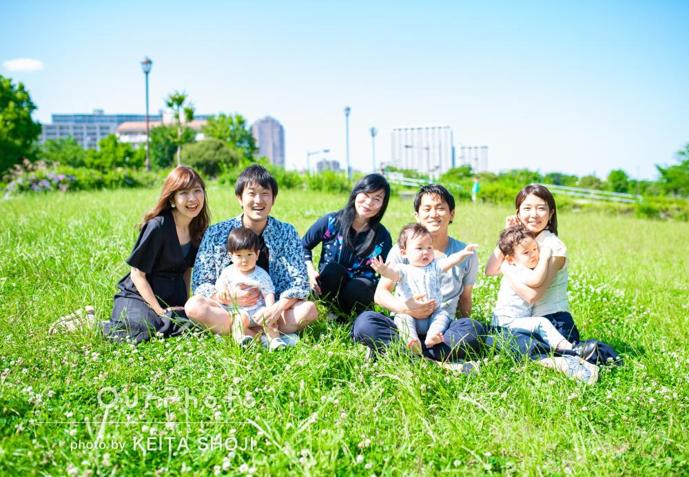 ポカポカと暖かな日差しに照らされて明るくて素敵な家族写真の撮影