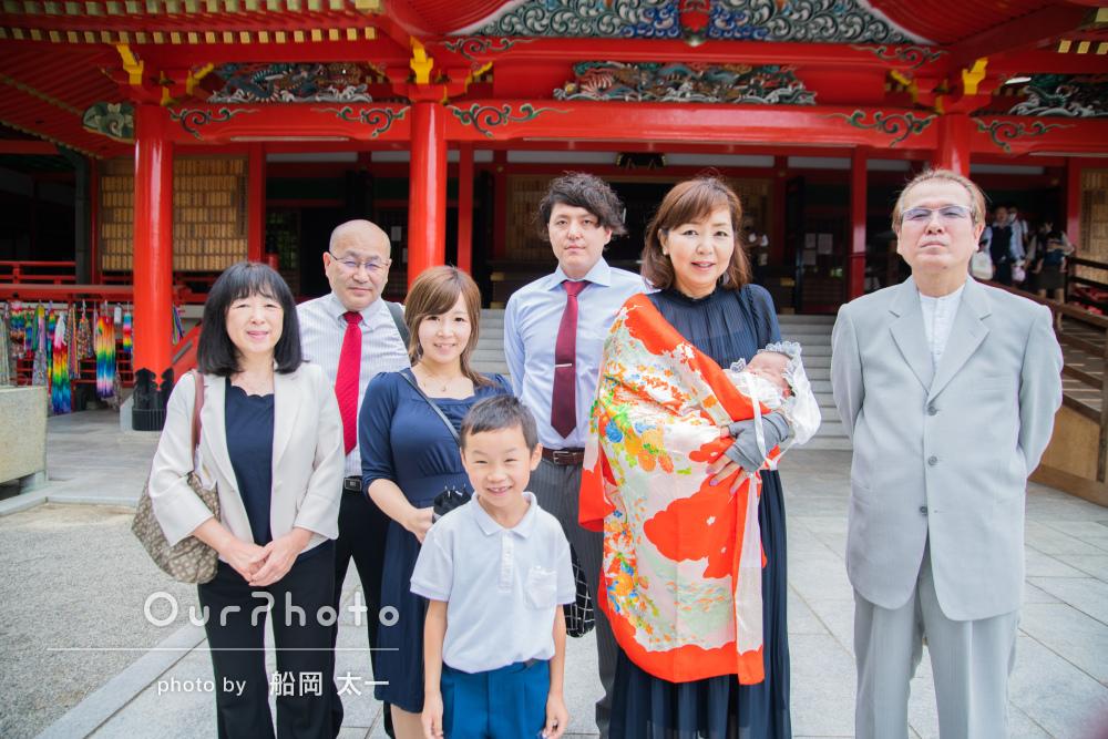 オレンジ色のお着物も華やかに!3世代で賑やかなお宮参りの撮影