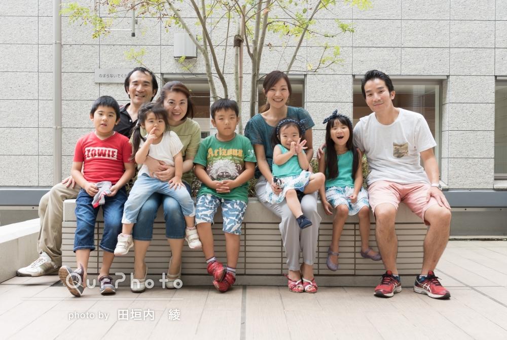 「構成、アングルなどとても良い感じで、子供の姿が活き活きとしています。」2枠のご予約で、4組の家族写真を撮影