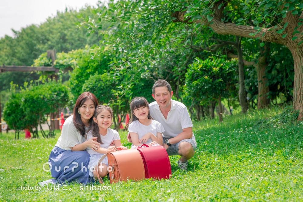 「わが家のタカラモノです」海辺の公園で爽やかに!家族写真の撮影