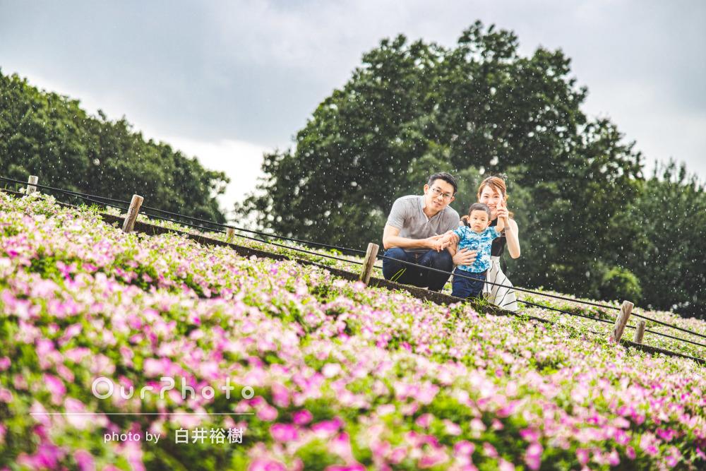「色々なシチュエーションにて」通り雨も素敵な演出に!家族写真撮影