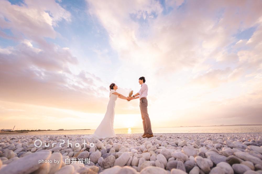 背景の空が吸い込まれそうなくらい美しい!仲良しカップル写真の撮影