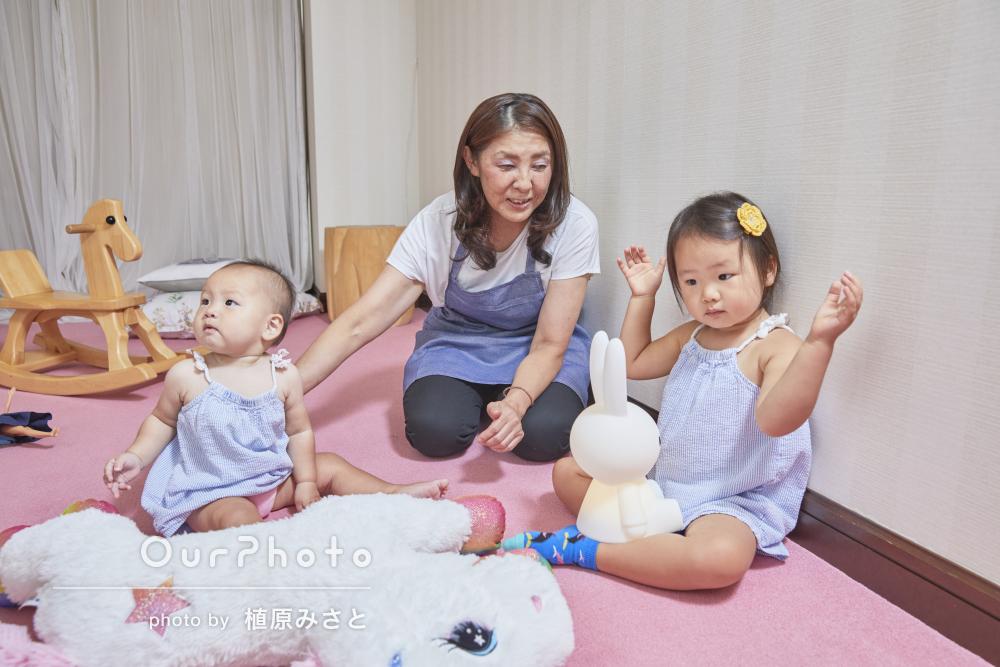 可愛らしい姉妹の遊んでいる姿に癒される家族写真の撮影