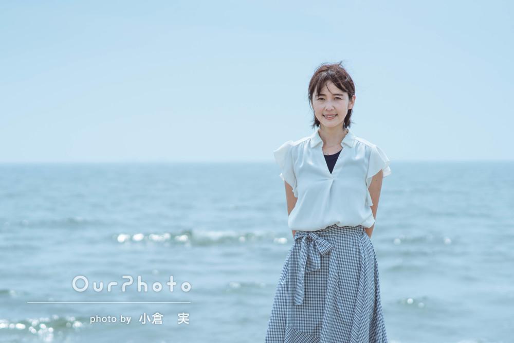 爽やかな印象がとても素敵!海辺で女性プロフィール写真の撮影