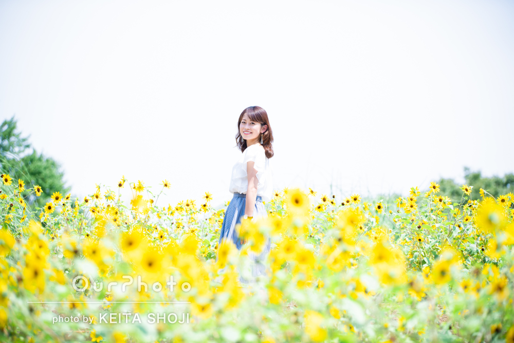 「とても親切丁寧に対応」ひまわり畑の中で女性プロフィール写真の撮影