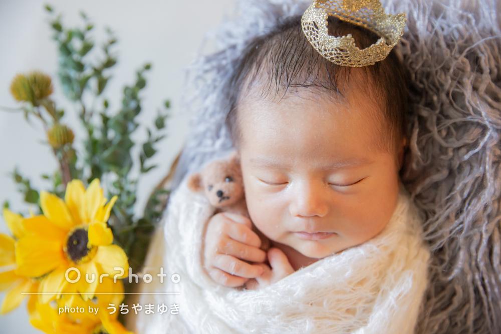 ひまわりと一緒に!夏生まれの赤ちゃんのニューボーンフォトの撮影