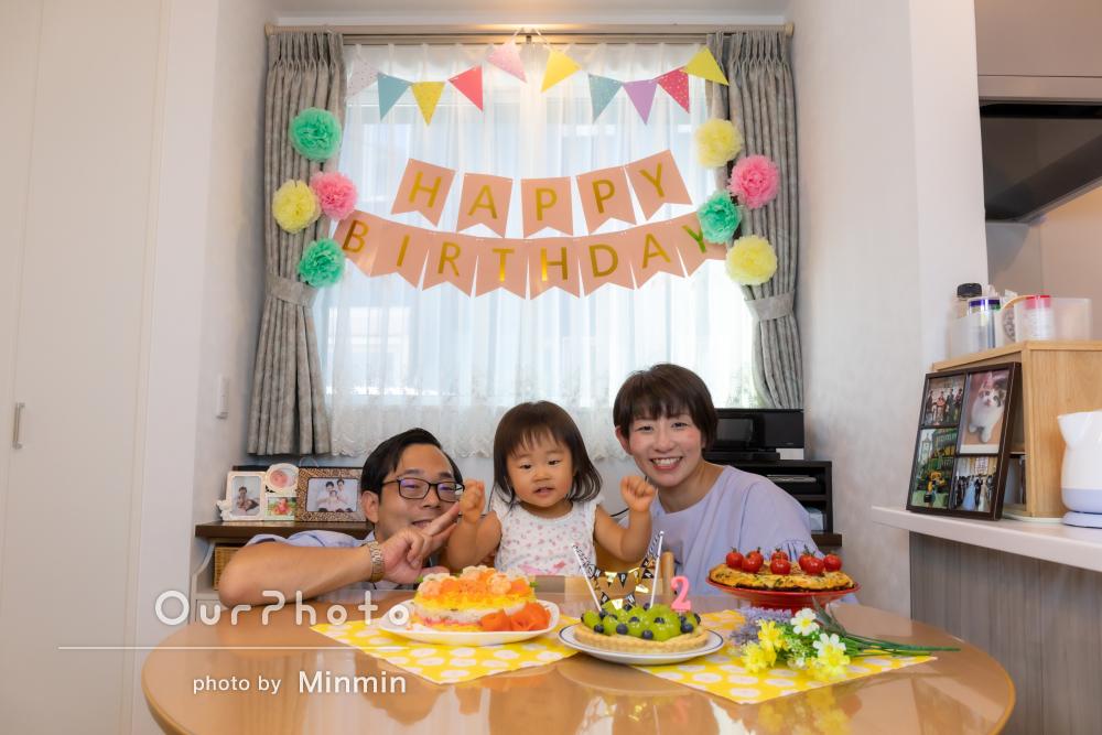 「素敵なお写真を撮影していただけ」自宅で2歳誕生日記念に家族写真