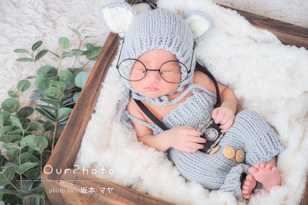 丸メガネがキュート!可愛らしさ100%のニューボーンフォトの撮影