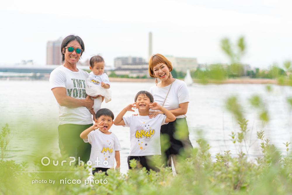 「楽しかった思い出が蘇ってきました」海沿いの公園で家族写真撮影
