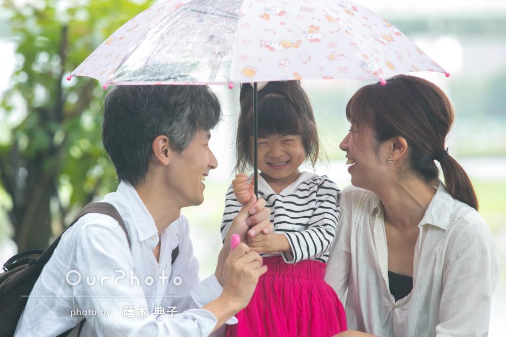 「娘の笑顔をたくさん引き出して頂き」雨の日の家族写真撮影