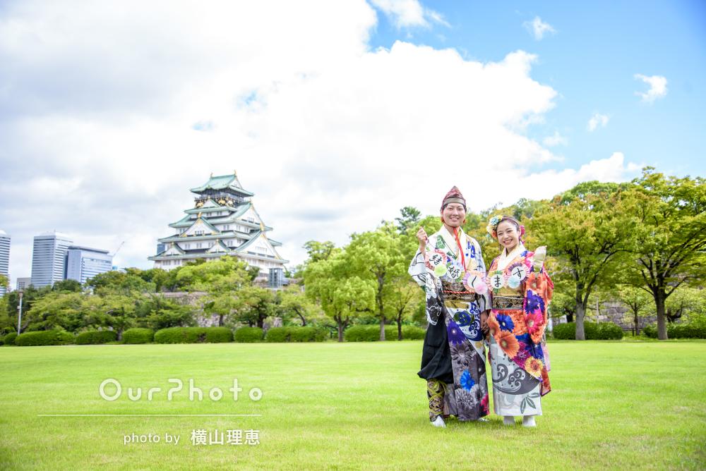 緑に映える華麗な衣装!天下の名城でカップルフォトの撮影