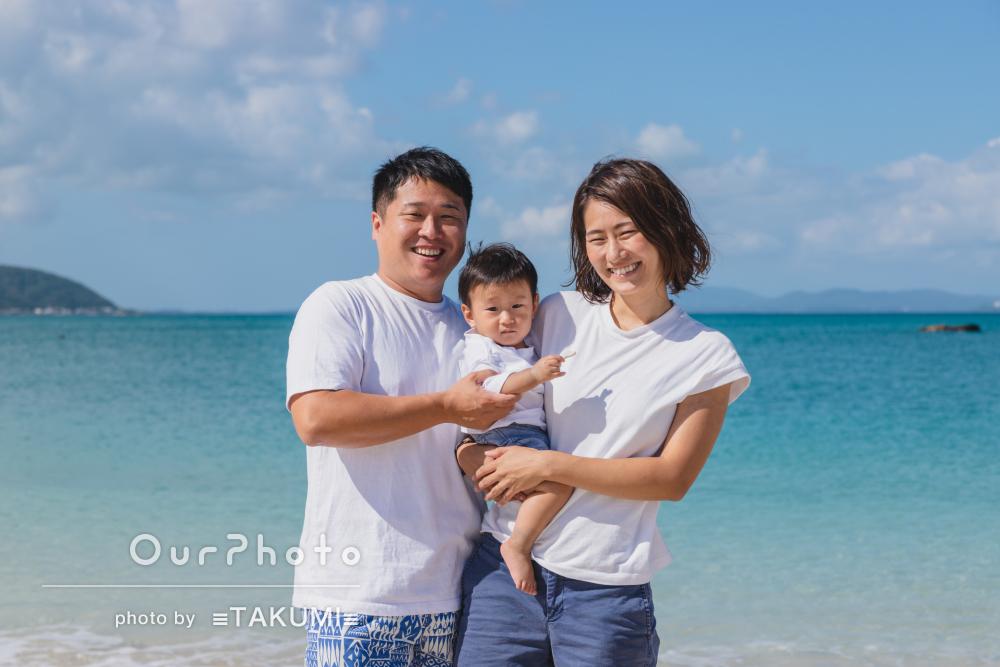 開放感あふれる沖縄のビーチで!キラキラ笑顔が素敵な家族写真の撮影