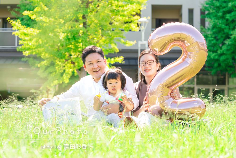 シャボン玉が楽しいね!2歳のお誕生日記念に家族写真の撮影