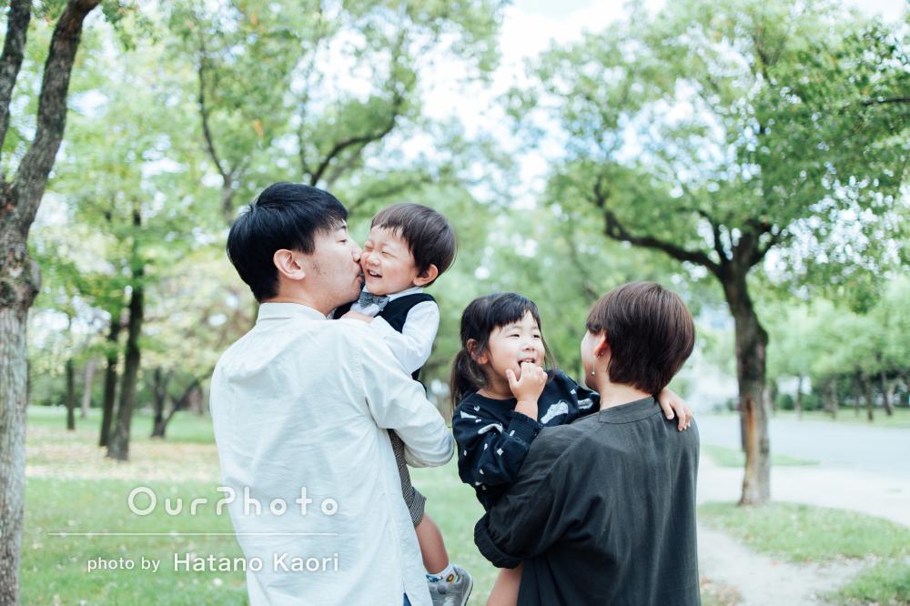 「自然な表情や動きも上手く撮っていただき」爽やかな家族写真の撮影