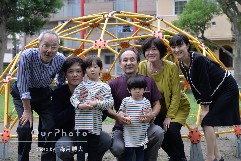 「雨と感じない仕上がりで親族一同満足」大勢で楽しく家族写真の撮影