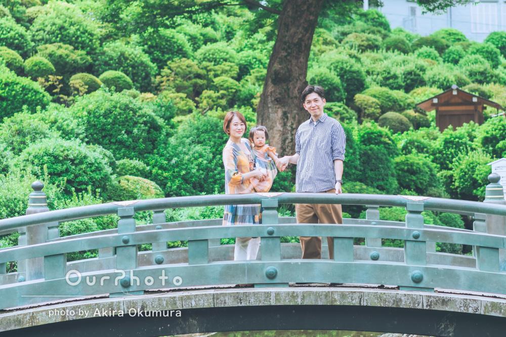 かわいいワンピースはママとのお揃い!神社で家族写真の出張撮影