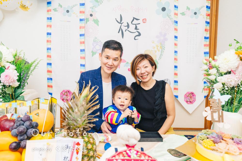「一生懸命に盛り上げて、一瞬の笑顔を」1歳誕生日に家族写真の撮影