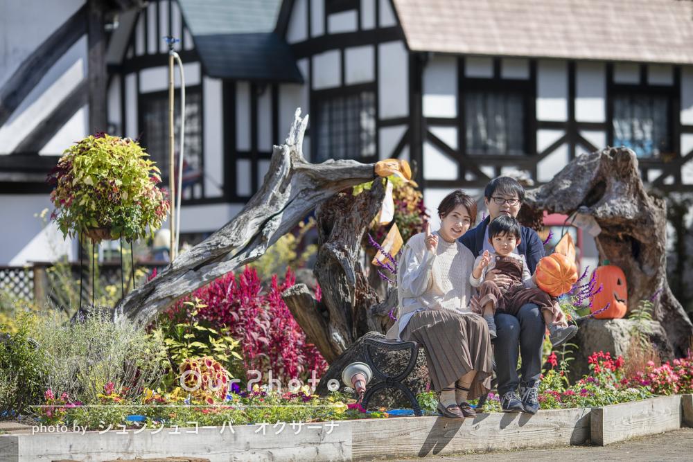 「ゆっくりと家族で過ごしながら」ハロウィン色の観光地で家族写真の撮影