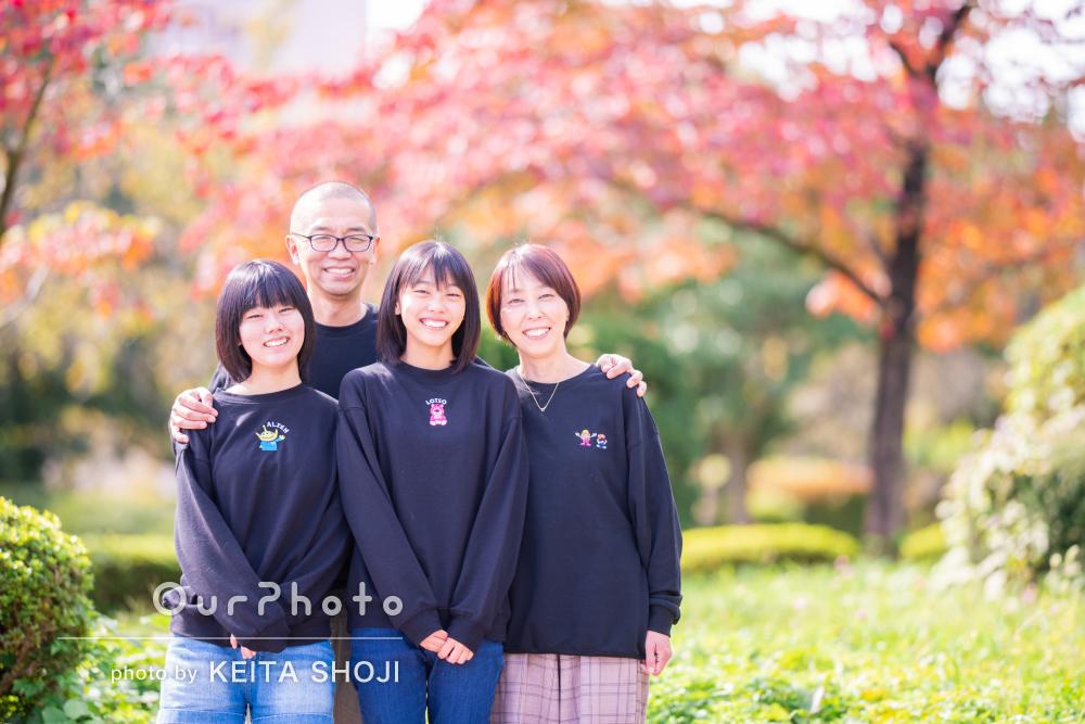 「すごく楽しくて自然と笑顔に」秋晴れの公園で家族写真撮影