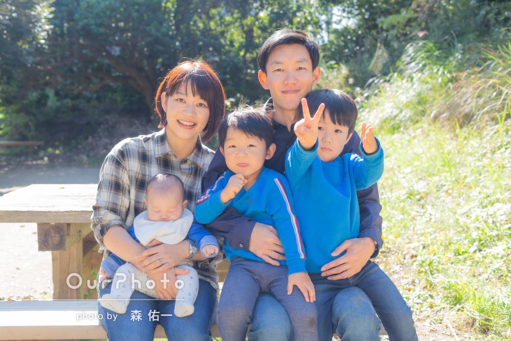 「子ども達も自然な笑顔でリラックスして」家族の公園遊びの撮影