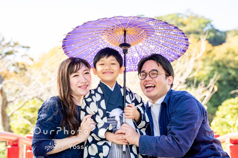 お洒落な羽織袴を着て、笑顔で元気いっぱいの七五三写真の撮影